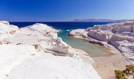 Praia de Sarakiniko, Milos console, Cyclades, Greece Imagem de Stock Royalty Free