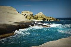 Praia de Sarakiniko na mola Fotografia de Stock