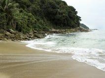 Praia de Sorocotuba em Guaruja, Brasil imagem de stock