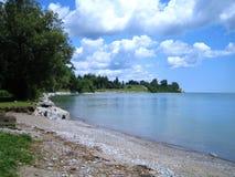 Praia de Stoney ao longo da costa do Lago Ontário imagens de stock royalty free