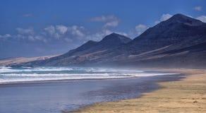 Praia de Surfboard imagens de stock royalty free