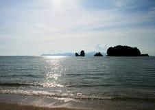 Praia de Tanjung Rhu no console de Langkawi Imagem de Stock