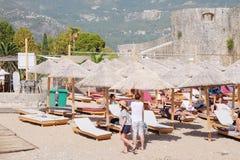 A praia de um mar de adriático em Budva Fotografia de Stock Royalty Free