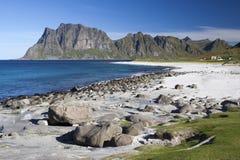 Praia de Utakleiv, ilhas de Lofoten, Noruega, Scandinav Fotos de Stock Royalty Free