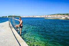 A praia de Vodice, Croácia foto de stock