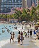 Praia de Waikiki e Hawaiian real Imagens de Stock