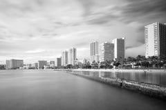 Praia de Waikiki e hotéis, exposição longa Foto de Stock Royalty Free