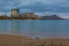 Praia de Waikiki na noite Fotografia de Stock
