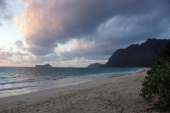 Praia de Waimanalo no alvorecer Fotos de Stock Royalty Free