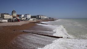 Praia de Worthing Sussex e frente marítima ocidentais do destino britânico popular do turista filme