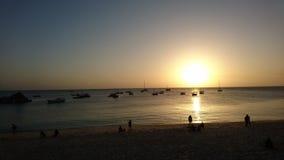 Praia de Zanzibar no por do sol fotos de stock royalty free