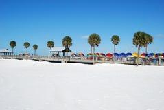 Praia desobstruída da água Imagens de Stock Royalty Free