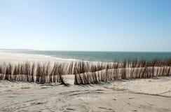 Praia desobstruída quieta Fotos de Stock Royalty Free