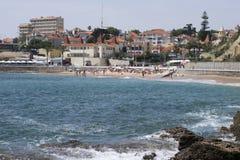 Praia a Dinamarca Azarujinha, praia e casas em Estoril, Portugal Imagem de Stock Royalty Free