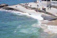 Praia a Dinamarca Azarujinha, praia em Estoril, Portugal Fotos de Stock