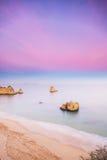 Praia a Dinamarca D. Ana, Lagos, o Algarve Imagens de Stock