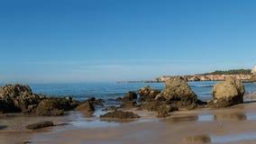 Praia a Dinamarca Rocha em Portimao, o Algarve Fotos de Stock