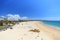 Praia a Dinamarca Rocha no Algarve em Portugal Imagem de Stock Royalty Free