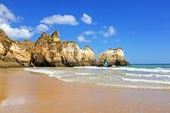 Praia a Dinamarca Tres Irmaos em Alvor Portugal Fotos de Stock Royalty Free