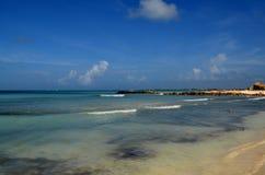 Praia do bebê uma angra encontrada em Aruba sul foto de stock royalty free