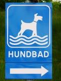 A praia do cão assina dentro o sueco 'Hundbad' Imagem de Stock Royalty Free