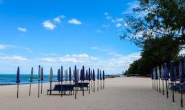 praia do céu azul Fotos de Stock