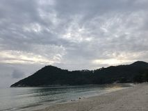 Praia do céu nebuloso Fotografia de Stock Royalty Free
