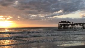 Praia do cacau, cidade Pier Sunrise Time Lapse de Florida filme