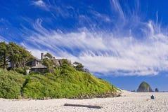 Praia do canhão, rocha do monte de feno, oregon fotografia de stock royalty free
