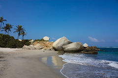 Praia do Cararibe com floresta tropical. Colômbia Imagens de Stock Royalty Free