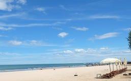 Praia do @Cha-am do céu azul Foto de Stock Royalty Free
