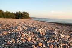 Praia do Cobblestone no louro de Agawa Foto de Stock