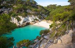 Praia do en Turqueta Turqueta de Cala em Menorca, Espanha imagem de stock