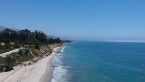 Praia do leste Santa Barbara Flyby vídeos de arquivo