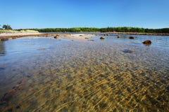 Praia do mar branco na ilha de Solovetsky Fotos de Stock