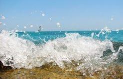 Praia do mar com gotas da água   Foto de Stock
