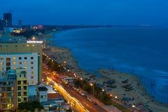 Praia do mar da noite em Vung Tau, Vietname fotografia de stock royalty free