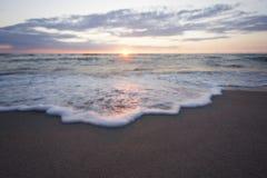 Praia do mar do por do sol Imagens de Stock Royalty Free