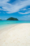 Praia do mar na ilha de Lipe em Tailândia Foto de Stock Royalty Free