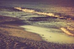 Praia do mar na manhã Fotografia de Stock Royalty Free