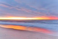 Praia do nascer do sol fotografia de stock