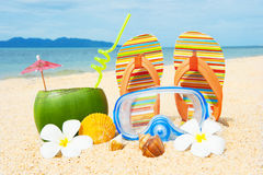 Praia do oceano com palma e e coctail Foto de Stock Royalty Free