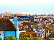 Praia do oceano da casa da casa da cidade de Hastings Foto de Stock Royalty Free
