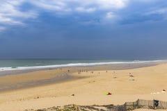 Praia do oceano na costa atlântica de França perto do Lacanau-oceano, Fotografia de Stock