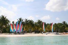 Praia do paraíso que navega II imagens de stock