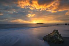 Praia do por do sol, Kalymnos Grécia Imagem de Stock Royalty Free