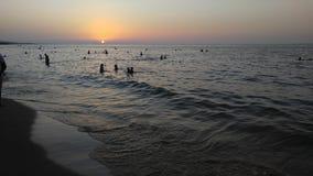 Praia do por do sol maravilhosamente Imagens de Stock Royalty Free