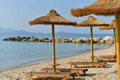 Praia do recurso em Grécia foto de stock royalty free