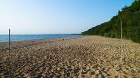 Praia do Sandy Beach do mar Báltico na manhã, Polônia foto de stock