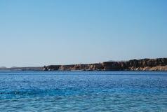 Praia do Sharm el Sheikh, penhasco Imagens de Stock